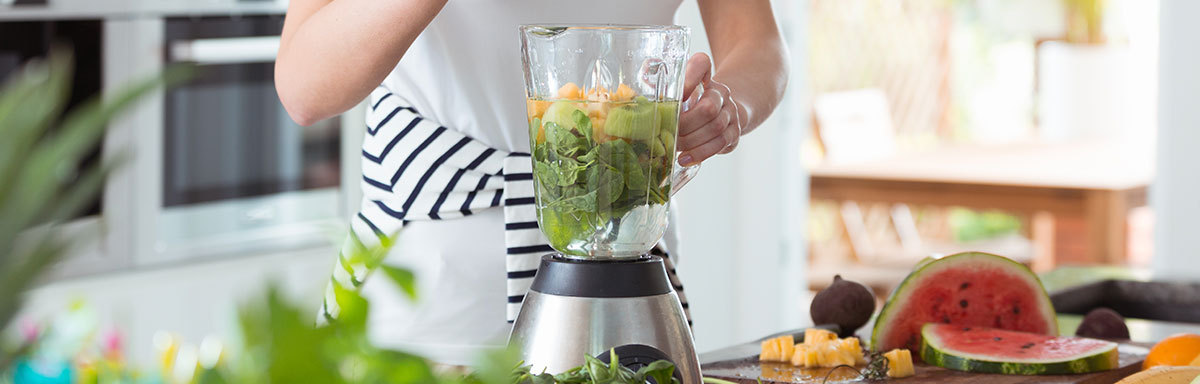 making green smoothie to achieve your goals